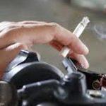 Perhatian, Pengemudi Motor yang Merokok akan Ditilang!